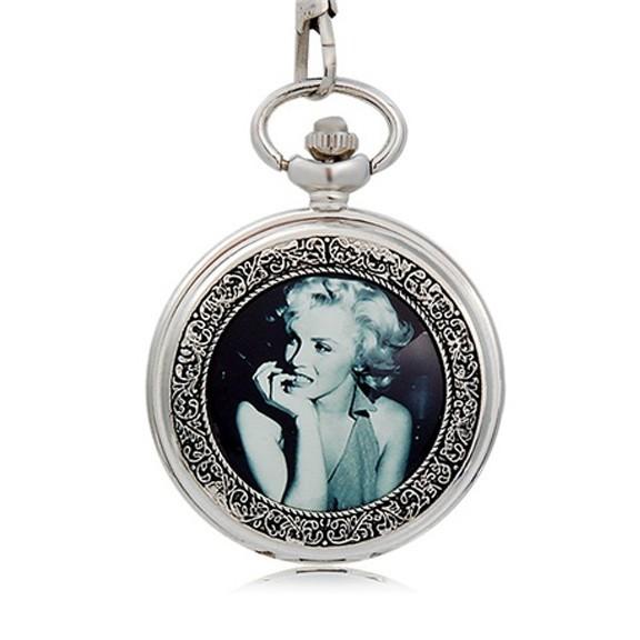 Карманные часы с изображением Мерилин МонроКарманные часы<br>Эти изысканные карманные часики с портретами невероятной кинодивы подчеркнут Ваш утонченный вкус. Стильные карманные часы – лучший подарок себе и друзьям!<br>