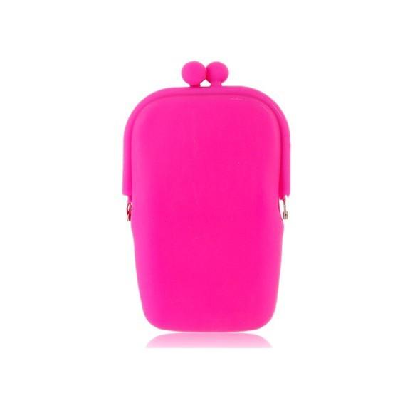 Стильная силиконовая косметичкаКосметички<br>Любите оригинальные аксессуары? А может вы просто не знаете, в каком отделе сумочки хранить всякие мелочи, чтобы им ничего не навредило? Скорее покупайте стильную силиконовую косметичку розового цвета. Высококачественный материал обеспечит 100% безопасность вашим вещам, поскольку является абсолютно водонепроницаемым!<br>