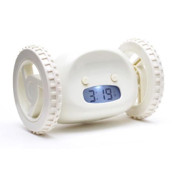Убегающий будильник Alarm Clocky Run - белыйРадиочасы и будильники<br>Alarm Clocky Run с помощью прорезиненных колес передвигается по полу, избегая препятствий, призывая Вас икать его. Когда пришло время, убегающий будильник начинает проигрывать мелодию и прятаться. Тем временем вы вынуждены встать, чтобы отключить его.<br>
