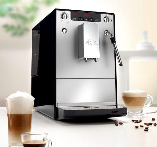 Эспрессо-кофемашина Caffeo Solo &amp; Perfect Milk Melitta серебристо-чернаяКофеварки и кофемашины<br>Кофемашина Melitta® E 950, получившая большое количество значимых в мире кофе наград, теперь обладает новым каппучинатор, который легко и быстро взобьет для Вас молочную пенку.<br>