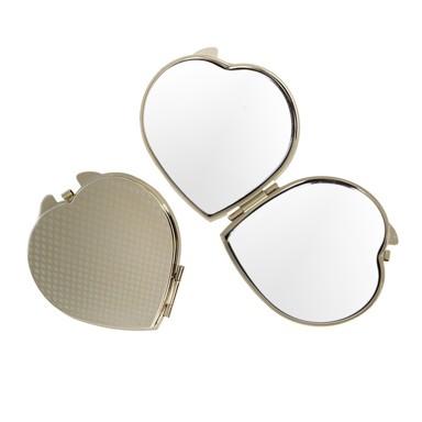 Зеркало Сердце - под золотоЗеркала<br>Идеально подходит для нанесения макияжа или ухода за кожей лица. Открывающийся корпус имеет популярную форму - форму сердца. Цвет - золотистый. Зеркало - главный предмет в косметичке.<br>