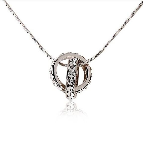Кулон с кристаллами Два кольца под белое золотоЦепочки и кулоны<br>Фантастический кулон с кристаллами в виде двух колец. Как символ объединения двух влюблённых, может быть прекрасным подарком для любимого человека.<br>