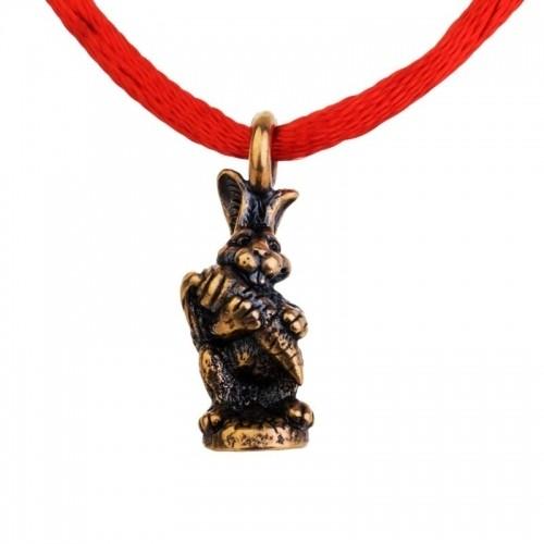 Браслет красная нить - КроликБраслет «Кролик» с красной нитью – это мощнейший оберег от сглазов, порчи и негативной энергии посторонних людей. Кролик сделан из латуни.<br>