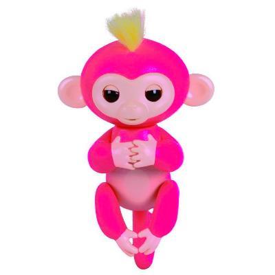 Интерактивная обезьянка Fingerlings Baby Monkey, розовыйЭлектронные игрушки<br>Хотите подарить море улыбок своему ребенку? Интерактивная обезьянка Fingerlings Baby Monkey, которая стала хитом во многих странах. Милая зверушка любит хвататься своими лапками за палец своего нового хозяина, висеть вниз головой, зацепившись за разные предметы, а также выполнять разные трюки!