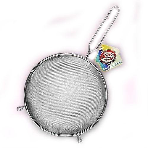 Сито из нержавеющей стали - диаметр 12 смДуршлаги и сито<br>Удобное, надежное сито из нержавеющей стали. Диаметр 12 см. Легко моется. Просеивайте муку, сливайте воду при варке круп, используйте в качестве небольшого дуршлага - для мытья ягод.<br>