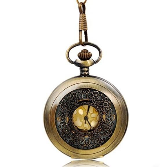 Винтажные кварцевые карманные часыКарманные часы<br>Королевская роскошь времен XVI-XVII веков в прелестных винтажных карманных часах. Пристегиваются к поясу или носятся как кулон на подвеске поверх одежды. Красивейшая кованая крышка, кварцевый механизм – шик и изящность в одном предмете.<br>