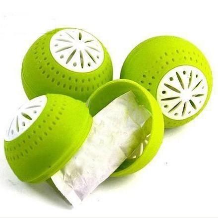 Поглотитель запаха для холодильника Fridge Balls (Фридж Болс)Остальные гаджеты<br>Если вы все реже и реже открываете холодильник из-за неприятного запаха, то пора бороться с проблемой. Это место просто обязано храниться в чистоте и свежести. А поможет вам революционный поглотитель запаха для холодильника Fridge Balls! Использовать волшебный шарик можно даже в шкафу!<br>