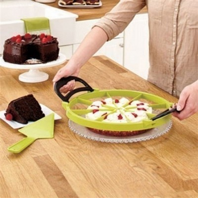 Нож для быстрой и точной резки тортов - Perfect SlicerФормы для тортов и кексов<br>Как нарезать приготовленный торт или пиццу, чтобы не повредить внешний вид, а кусочки получились идеально ровными? Это – далеко не самая простая задача для многих хозяек. Благодаря революционному ножу для быстрой и точной резки тортов Perfect Slicer, миссия будет выполнена за несколько секунд!<br>