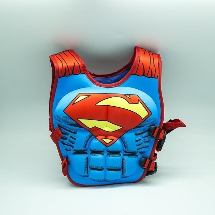Плавательный жилет для ребенка - СуперменДля отдыха на воде<br>Плавательный жилет для ребенка «Супермен» подарит вашему малышу безопасность во время отдыха на море, а также уверенность тебе, ведь теперь он перевоплотиться в любимого персонажа!<br>
