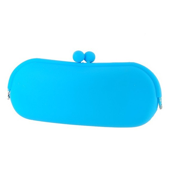 Стильный силиконовый кейс для очков - косметичкаКосметички<br>Ультрамодный силиконовый кейс для очков и косметичка 2 в 1 для похода на пляж, в бассейн и активного отдыха. Защищает очки от попадания влаги, ударов, нагрева на солнце. При падении кейса очки остаются невредимыми благодаря амортизирующим свойствам силикона.<br>