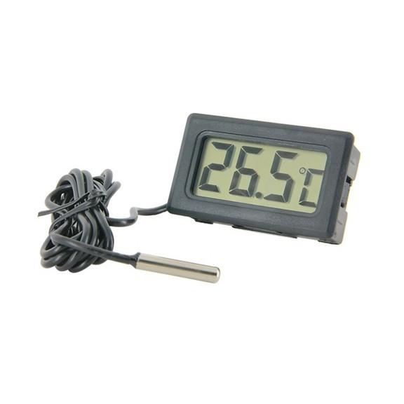 Цифровой термометр с щупом на проводеОстальное<br>Термометр оснащен длинным проводом с щупом на конце – 1 метр. Работает в диапазоне -5 – + 50 градусов Цельсия. Используют в кулинарии, для постоянного контроля температуры в инкубаторах и морозильных камерах.<br>