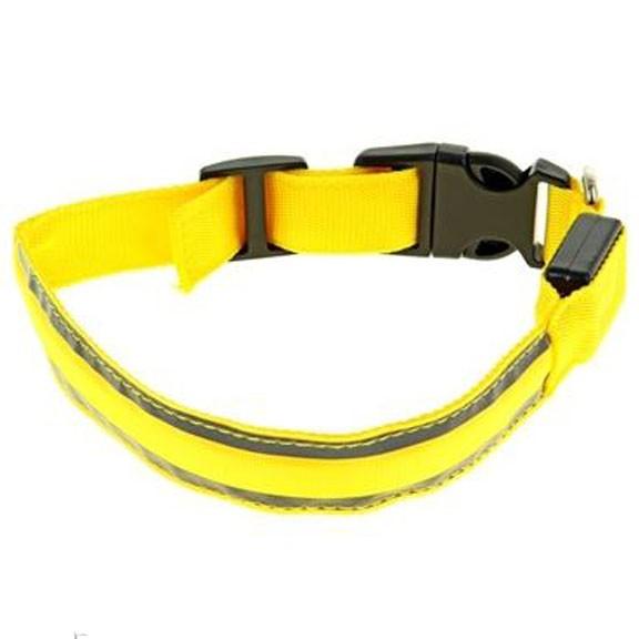 Светящийся ошейник со светоотражателем - 40-45 см, желтыйСветящиеся ошейники<br>Если Вас немного пугают прогулки в ночное время суток с собакой, то настоятельно рекомендуем Вам приобрести светящийся ошейник со светоотражателем 40-45 желтого цвета. Теперь Вы сможете видеть все, что делать питомец на улице и даже спокойно отпустить его побегать!<br>