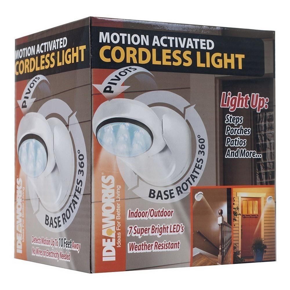 Беспроводной светильник с датчиком движения Cordless Motion LightС датчиком движения<br>Беспроводной светильник с датчиком движения Cordless Motion Activated Light самостоятельно включается в то время, когда человек подходит за 10-25 метров к прибору. Мощные светодиодные лампы освещают 10 квадратных метров вокруг.<br>