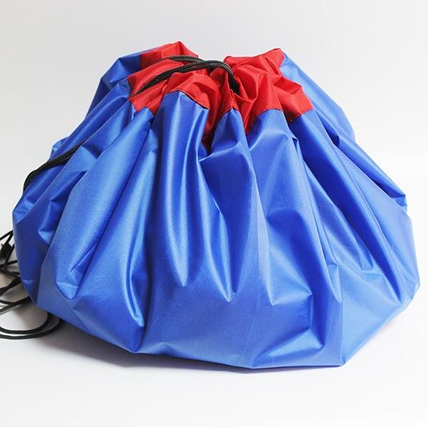 Сумка-коврик для игрушек Toy Bag, 150 см - сине-красныйОстальные игрушки<br>Игрушки вечно разбросаны по дому? Не раз случайно наступали ногой на коварную детальку от конструктора и нецензурно ругались? Сумка-коврик для игрушек Toy Bag станет настоящей находкой! Теперь после игр ничего не придется собирать. Достаточно просто стянуть мешок и отправить его в шкаф! В ассортименте вы найдете сумки-коврики любого цвета и разного размера по смешной цене в интернет магазине Мелеон!<br>