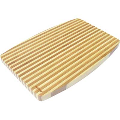 Доска разделочная бамбук 34х24х1,8см Bekker BK-9713Доски разделочные<br>Прямоугольная разделочная доска Bekker изготовлена из высококачественной древесины темного и светлого бамбука, обладающей антибактериальными свойствами. Бамбук - инновационный материал, идеально подходящий для разделочных досок. Доски из бамбука обладают высокой плотностью структуры древесины, а также устойчивы к механическим воздействиям. Функциональная и простая в использовании, разделочная доска Bekker прекрасно впишется в интерьер любой кухни и прослужит вам долгие годы. Размер доски: 34 см х 24 см. Толщина доски: 1,8 см.<br>