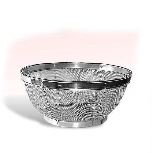 Сито на подставке из нерж. стали - диаметр 19 смДуршлаги и сито<br>Сито в виде чаши из нержавеющей стали. Диаметр 19 см. Легко моется. Просеивайте муку, сливайте воду при варке круп, используйте в качестве небольшого дуршлага - для мытья ягод.<br>