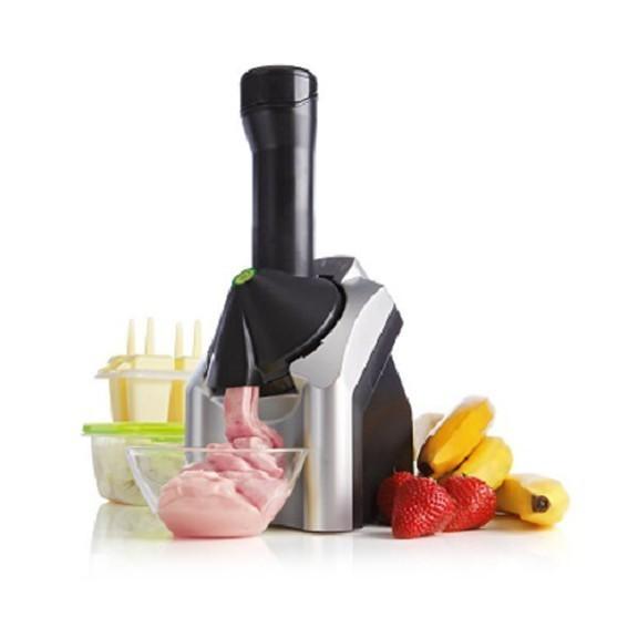 Мороженница Yonanas Frozen Fruit MakerДругая техника для кухни<br>Yonanas Frozen Treat Maker делает вкуснейшее мороженое из натуральных замороженных фруктов. Острые лезвия, простая разборка, мороженое за 10 секунд! 100% натуральное, обезжиренное мороженое с Yonanas Frozen Treat Maker.<br>