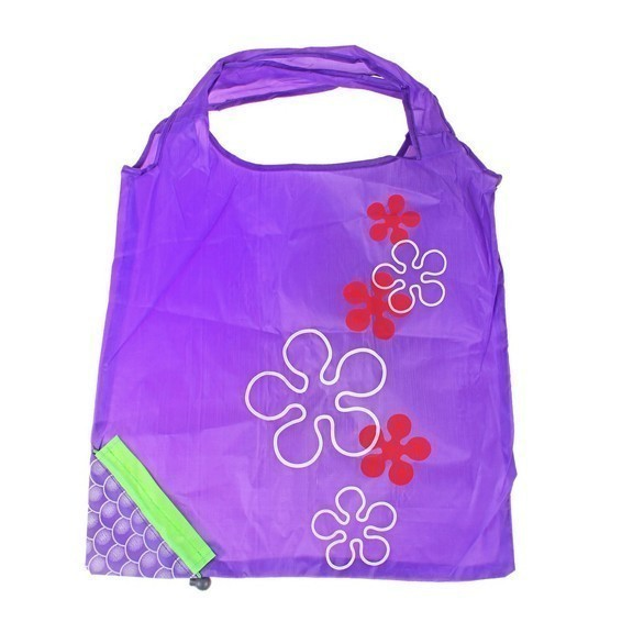 Сумка складная «Виноград»Сумки и рюкзаки<br>Складная сумка «Виноград» - это настоящая находка для дам, которые не хотят после пляжа складывать мокрый купальник или другие аксессуары в женскую сумочку. Также изделие оценят по достоинству маленькие принцессы, которые хотят выглядеть модно и не носить в школу сменную обувь в обыкновенном пакете!<br>
