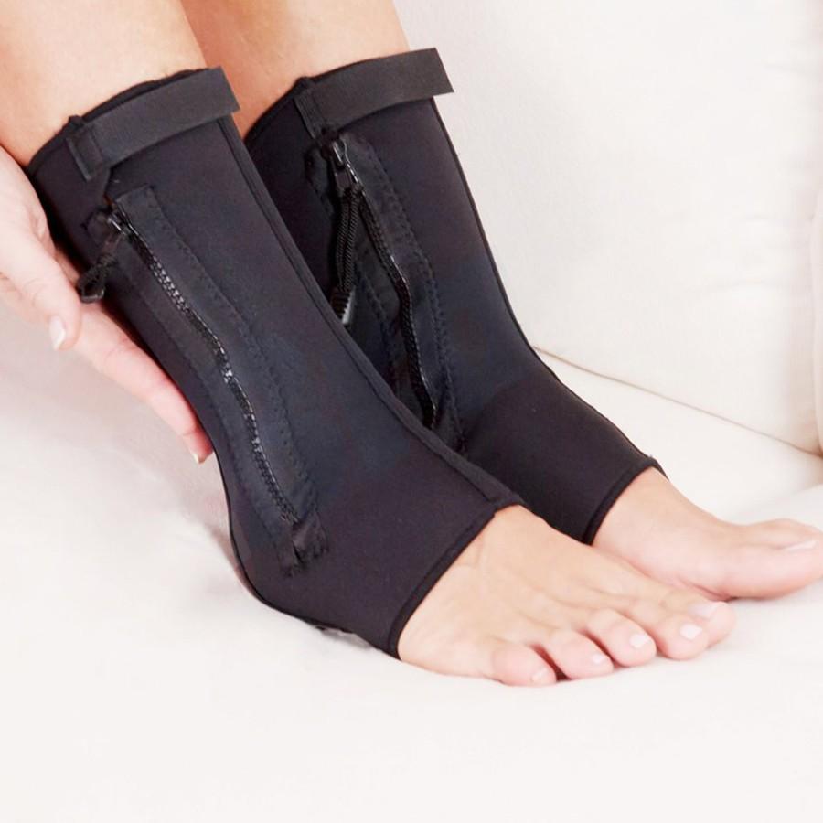 Фиксатор лодыжки Ankle GenieДля суставов стоп<br>Живете в активном ритме? Тогда вам точно знакома усталость ног, которая появляется каждый вечер. А чаще всего неприятные симптомы люди испытывают в районе лодыжки из-за ее анатомического строения. Хотите избавиться от повышенной болезненности? Скорее покупайте фиксатор лодыжки Ankle Genie по суперцене в интернет магазине Мелеон!<br>