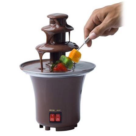 Шоколадный фонтан Chocolate Fondue Fountain MiniДругая техника для кухни<br>У вас дома живут настоящие сладкоежки? А может близится праздник и к вам нагрянут гости? Если вы хотите по-настоящему удивить своих близких, то спешите купить шоколадный фонтан Chocolate Fondue Fountain Mini. Эта конструкция станет настоящим «гвоздем программы» и подарит вам изысканные сладкие закуски!<br>