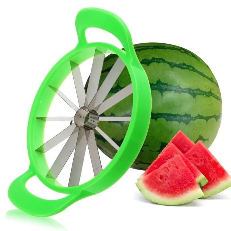 Нож для нарезки арбуза, дыни Fruit SlicerОвощерезки и измельчители<br>Любите арбуз, но не знаете, как красиво и быстро нарезать его? Часто делаете фруктовую нарезку на праздничный стол? Нож для нарезки арбуза, дыни Fruit Slicer станет для вас незаменимым помощником! Благодаря этому аксессуару, вы будете тратить минимум времени на приготовление фруктовых и даже овощных нарезок!