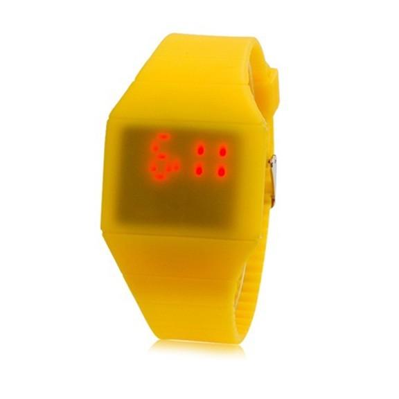 Ультратонкие силиконовые LED часы Nexer G1206 желтыеСпортивные LED часы<br>Развитие и переосмысливание светодиодной технологии, привело к тому, что лед часы наручные, настенные и настольные являются привычным атрибутом повседневной жизни большинства людей<br>