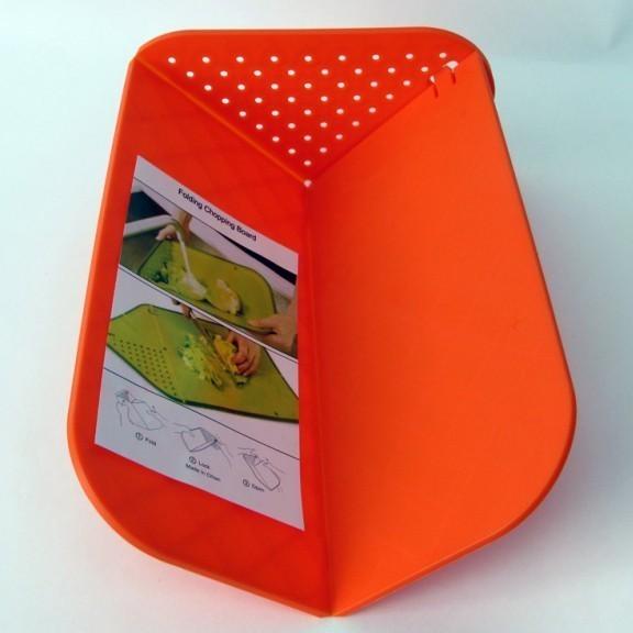 Удивительная доска-дуршлаг Rinse &amp; ChopДоски разделочные<br>Современные хозяйки выбирают такие кухонные устройства, которые не только экономят пространство, но и дарят дополнительный комфорт. Удивительная доска-дуршлаг Rinse &amp; Chop позволяет Вам красиво нарезать все продукты и промыть их. Не будем раскрывать всех секретов этого многофункционального гаджета, ведь гораздо приятнее познакомиться с ними лично!<br>