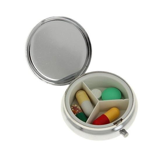 Таблетница круглая, диаметр 5 смКонтроль состояния здоровья<br>К сожалению, сейчас многие люди зависят от таблеток. Кто-то ежедневно принимает лекарства от аллергии, кто-то от хронического гастрита и так далее. Круглая таблетница станет настоящей помощницей, ведь все необходимые препараты вы будете хранить в сумке. А людям, которые просто столкнулись с вирусным заболеванием, изделие поможет не забыть выпить нужную таблетку в определенное время.<br>
