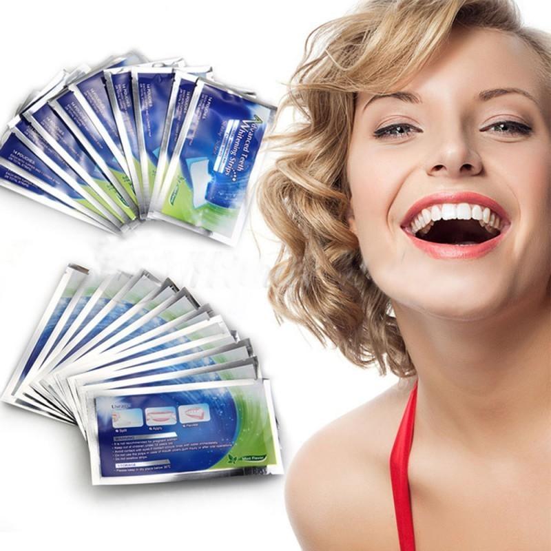Отбеливающие полоски для зубов Advanced Teeth Whitening StripsОтбеливатели зубов<br>Advanced Teeth Whitening Strips – новейшая система домашнего отбеливания зубов 2016 года! Курс рассчитан на 14 дней ежедневного отбеливания. Для отслеживания результата прилагается шкала оттенков эмали Vita. Advanced Teeth Whitening Strips – на шаг ближе к роскошной улыбке!<br>