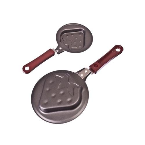 Мини-сковорода - 12 смСковороды<br>А вы знаете, что яичницу или блинчики можно с легкостью приготовить в форме клубнички? Разбавить атмосферу по утрам и внести новые краски в ваши кулинарные шедевры вам позволит мини-сковорода - 12 см. Посмотрите полезную кухонную утварь.<br>