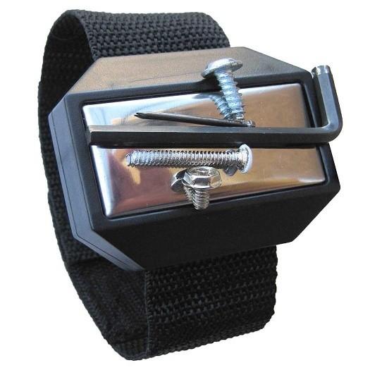 Держатель магнитный браслет для мелочейОстальные инструменты<br>Магнитный браслет-держатель для мелочей  - это настоящая находка для швей, мастеров по ремонту или сотрудников автосервиса. Теперь можно просто зафиксировать металлический предмет на браслете, чтобы освободить руки для нужной работы. Революционное изобретение.<br>