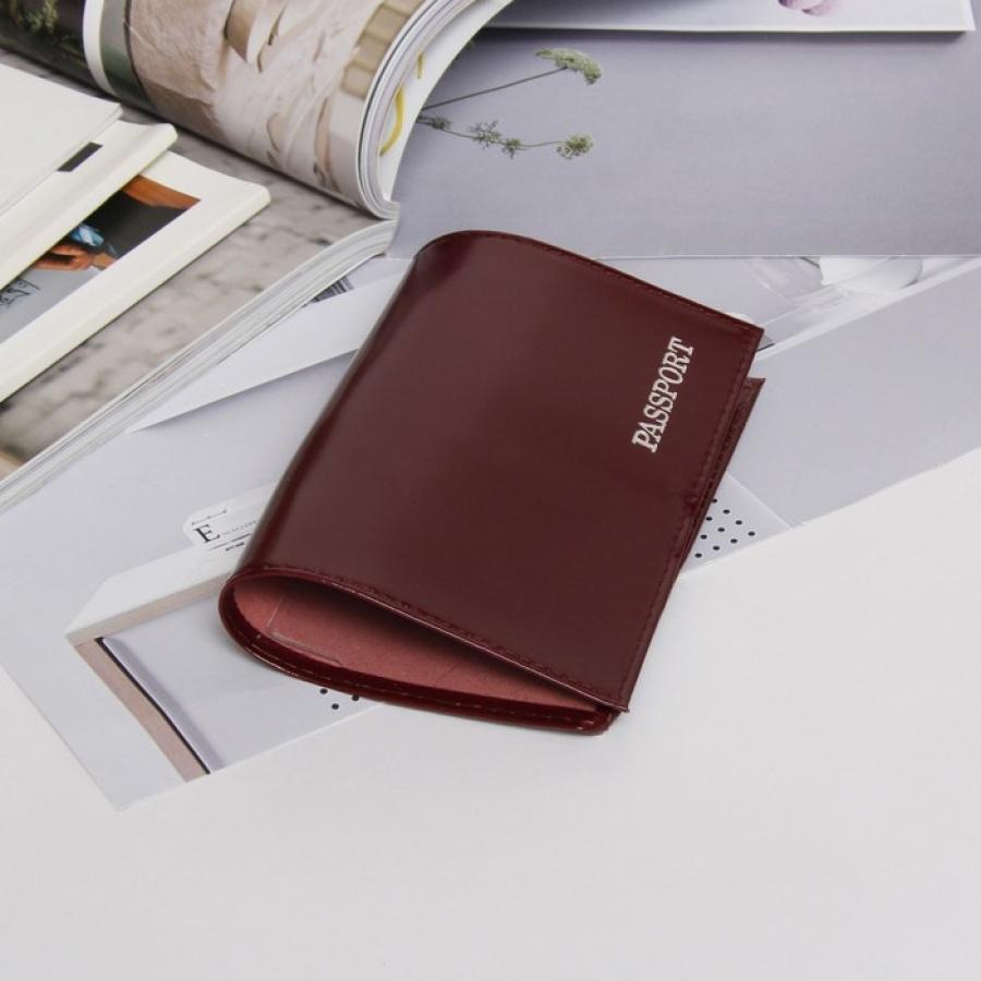 Обложка для паспорта, глянцевая, тиснение, бордовый