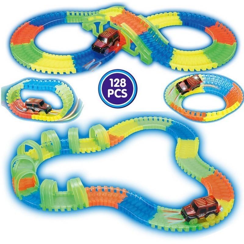 Конструктор Track Car 128 деталейГибкие гоночные трассы<br>Ищете подарок маленькому непоседе, который увлечет ребенка хотя бы на пару часов? Хотите сделать так, чтобы чадо с удовольствием развивало моторику пальцев, воображение и конструкторские навыки? Посмотрите.революционный конструктор Track Car (128 деталей).<br>