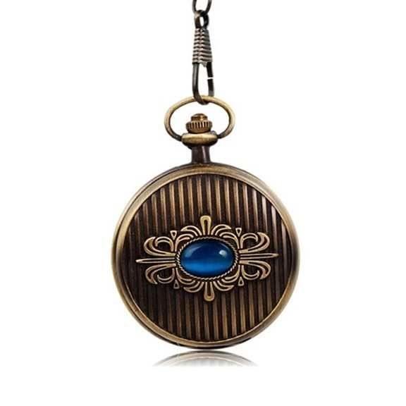 Карманные часы с голубым кристалломКарманные часы<br>Любите винтажные аксессуары? Тогда вы просто обязаны купить карманные часы с голубым кристаллом. Эксклюзивное украшение подчеркнет ваш статус и богатый внутренний мир, а кристаллы кварца обеспечат точность хронометража.<br>