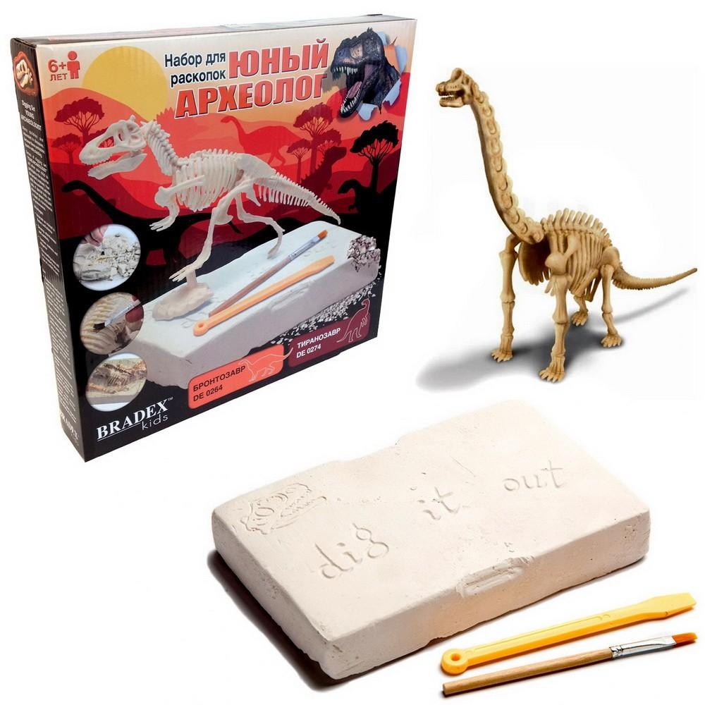 Набор для раскопок Динозавры - БронтозаврОстальные игрушки<br>Кто не мечтал в детстве хотя бы раз отправиться на край света, очутиться в опасном и полном приключений мире Юрского периода и перевоплотиться в настоящего археолога? Если вашу мечту исполнить так и не удалось, то Предлагаем такое чудо вашему ребенку. Посмотрите по суперцене набор для раскопок «Динозавры», который увлечет как девочку, так и мальчика. А главное – финал приключений будет 100% положительным!<br>