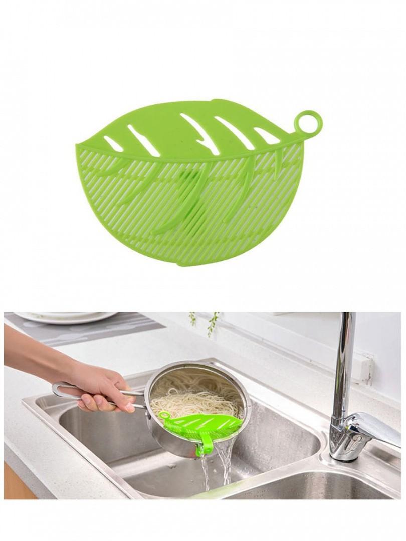Дуршлаг для слива воды из кастрюли в виде листа