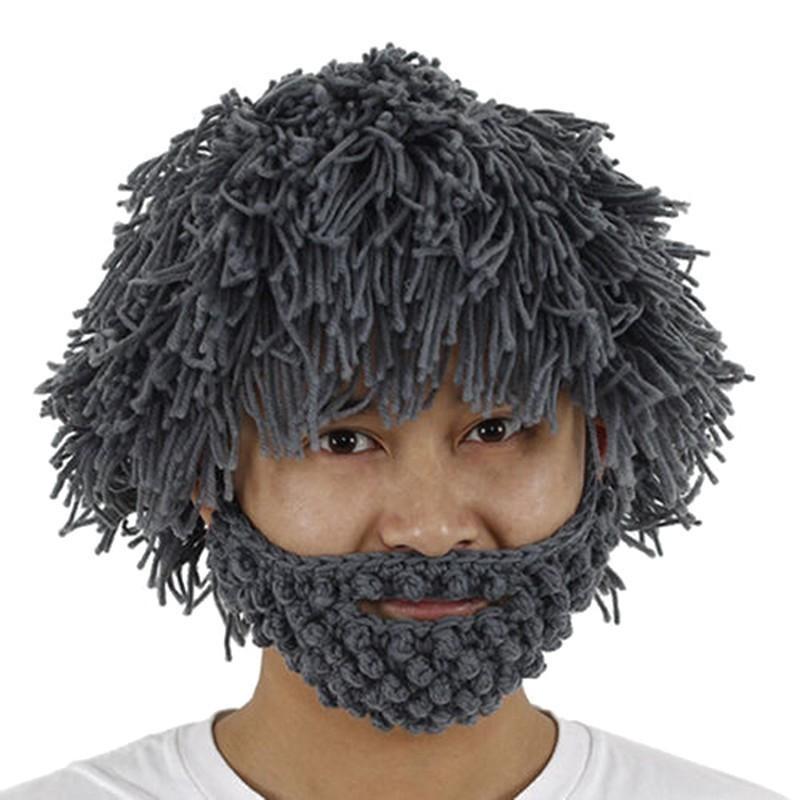 Лохматая шапка с бородой - Эпaтаж, сераяМаски<br>Лохматая шапка с бородой - Эпaтаж, серая сначала заставит вас улыбаться, но сразу после первого использования вы поймете, насколько практичным и комфортным является этот аксессуар. Согреет холодной зимой и подарит вам возможность реже бриться и выглядеть при этом опрятно!<br>