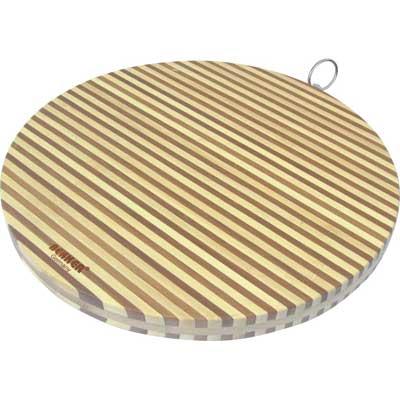Доска разделочная бамбук 35х2см Bekker BK-9710Доски разделочные<br>Круглая разделочная доска «Bekker» изготовлена из высококачественной древесины бамбука, обладающей антибактериальными свойствами. Бамбук - инновационный материал, идеально подходящий для разделочных досок. Доски из бамбука обладают высокой плотностью структуры древесины, а также устойчивы к механическим воздействиям. Доска оснащена специальной металлической петелькой для подвешивания. Функциональная и простая в использовании, разделочная доска «Bekker» прекрасно впишется в интерьер любой кухни и прослужит вам долгие годы. Диаметр доски: 34,5 см. Толщина доски: 2 см.<br>