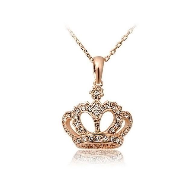 Подвеска Корона в алмазах на цепочкеЦепочки и кулоны<br>Подвеска Корона в алмазах на цепочке грамотно дополнит образ девушки на важном светском мероприятии или празднике. Кажется, будто изделие создавалось вручную лучшим мастером!<br>