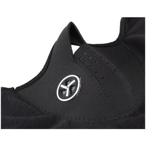Защитная маска с отверстиями для дыхания