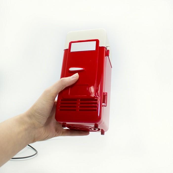 Мини-холодильник USBОстальные гаджеты<br>Как охладить бутылку минеральной воды, находясь в офисе? Как не дать остыть своему обеду, если появились неотложные дела? Если вы цените комфорт в любых условиях, спешите познакомиться с революционным мини-холодильником USB! Аксессуар удерживает любые температурные режимы!<br>