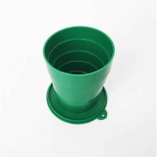 Раскладной стаканчик из СССР - зеленыйРазное для туриста<br>Помните старые добрые стаканчики, которые занимали минимум места и в любой момент превращались в полноценный стакан, из которого можно пить как холодные, так и горячие напитки? Окунуться в ностальгию или показать своим детям изобретение, без которого сложно представить вашу молодость, поможет раскладной стаканчик из СССР зеленого цвета.<br>