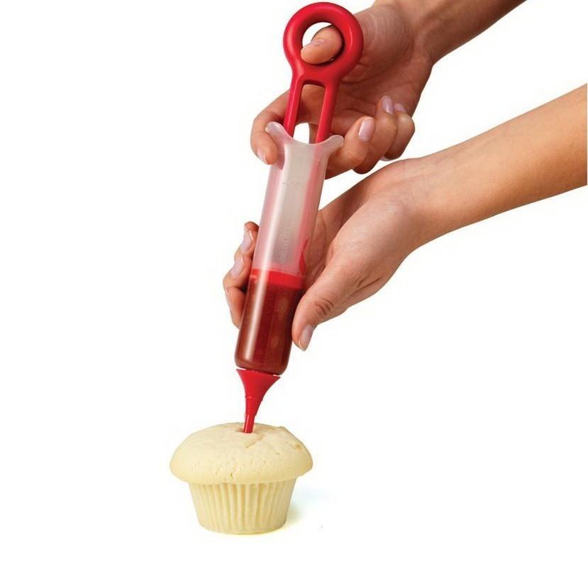 Кондитерский шприц Pastry PenДля украшения выпечки<br>Увлекаетесь выпечкой и хотите самосовершенствоваться в этом деле? Вашим лучшим помощником станет кондитерский шприц Pastry Pen, который легко наполняется кремом, жидким тестом или желе. Теперь вы сможете создавать настоящие кулинарные шедевры и превратить свое хобби в полноценную работу!<br>