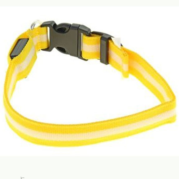 Светящийся ошейник - 40-45 см - желтыйСветящиеся ошейники<br>Если Вас немного пугают прогулки в ночное время суток с собакой, то настоятельно рекомендуем Вам приобрести светящийся ошейник со светоотражателем. Теперь Вы сможете видеть все, что делать питомец на улице и даже спокойно отпустить его побегать!<br>