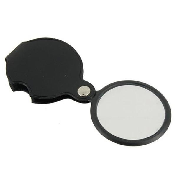 Увеличительное стекло в футляреУвеличительные стекла<br>Если вы часто сталкиваетесь в работе или бытовой жизни с мелкими деталями, то увеличительное стекло в футляре станет настоящей находкой. Вам больше не придется постоянно напрягать зрение или доверяться собственной интуиции!<br>