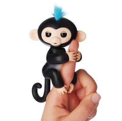 Интерактивная обезьянка Fingerlings Baby Monkey, черныйОстальные игрушки<br>Хотите подарить море улыбок своему ребенку? Интерактивная обезьянка Fingerlings Baby Monkey, которая стала хитом во многих странах. Милая зверушка любит хвататься своими лапками за палец своего нового хозяина, висеть вниз головой, зацепившись за разные предметы, а также выполнять разные трюки!<br>
