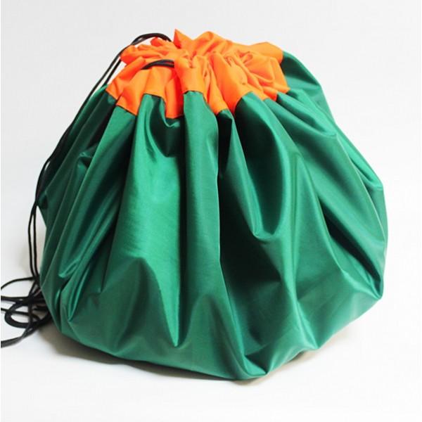 Сумка-коврик для игрушек Toy Bag, 100 см - зелено-оранжевыйОстальные игрушки<br>Игрушки вечно разбросаны по дому? Не раз случайно наступали ногой на коварную детальку от конструктора и нецензурно ругались? Сумка-коврик для игрушек Toy Bag станет настоящей находкой! Теперь после игр ничего не придется собирать. Достаточно просто стянуть мешок и отправить его в шкаф! В ассортименте вы найдете сумки-коврики любого цвета и разного размера по смешной цене в интернет магазине Мелеон!<br>