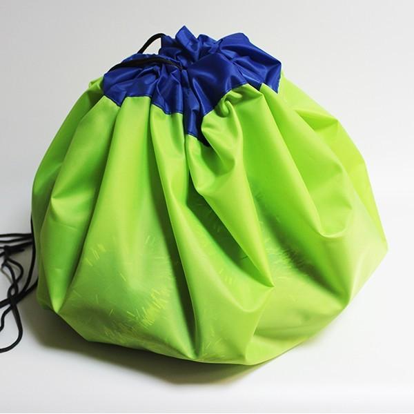 Сумка-коврик для игрушек Toy Bag, 100 см - лимонно-синийОстальные игрушки<br>Игрушки вечно разбросаны по дому? Не раз случайно наступали ногой на коварную детальку от конструктора и нецензурно ругались? Сумка-коврик для игрушек Toy Bag станет настоящей находкой! Теперь после игр ничего не придется собирать. Достаточно просто стянуть мешок и отправить его в шкаф! В ассортименте вы найдете сумки-коврики любого цвета и разного размера по смешной цене в интернет магазине Мелеон!<br>