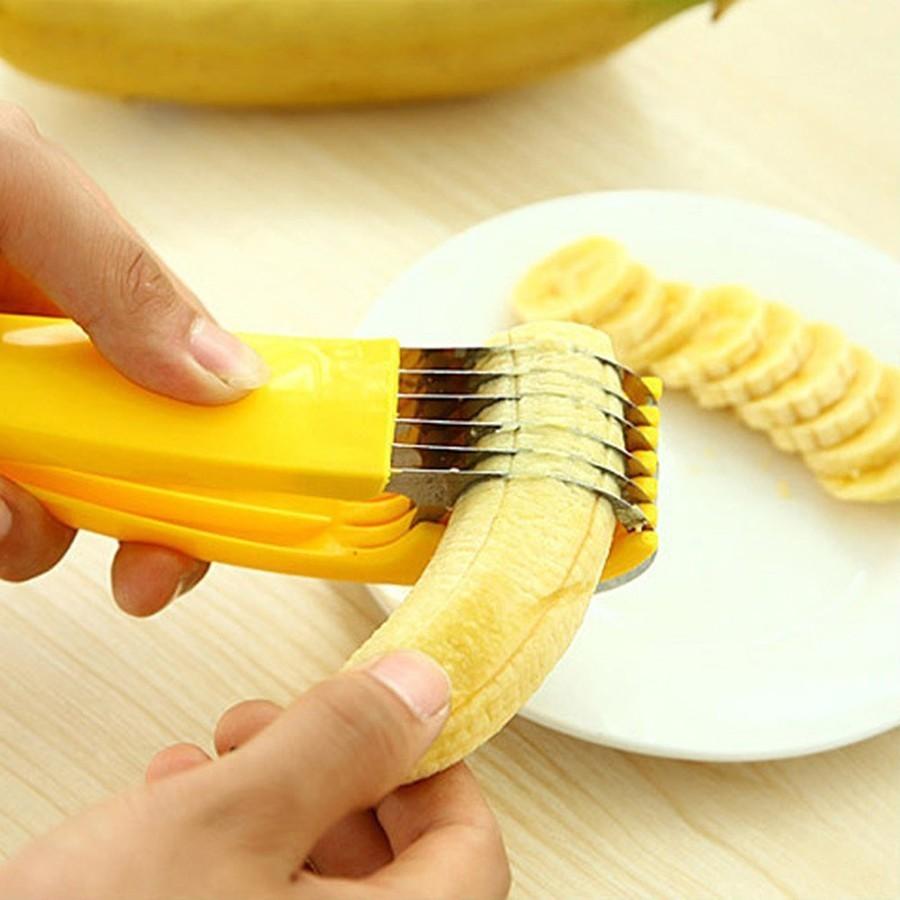 Нож для нарезки бананов - Banana SlicerОвощерезки и измельчители<br>Нож для красивой нарезки бананов для украшения десертов и составления фруктовых тарелок Banana Slicer. Просто и быстро!<br>