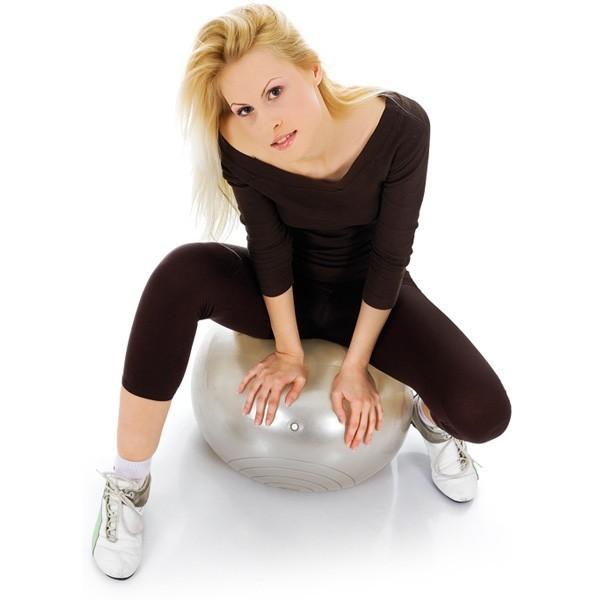 Фитнес мяч (Фитбол) 75 смМячи для фитнеса<br>Хотите подтянуть тело, улучшить осанку и сбросить ненавистные лишние килограммы? Нет проблем! Совершенно не обязательно приобретать дорогостоящий и огромный тренажер. Во всех фитнес залах девушки работают с фитболом. Это мяч – который, позволит вам создать роскошное тело в домашних условиях. А главное  - тренировки будут разнообразными и вы сможете прорабатывать разные группы мышц!<br>
